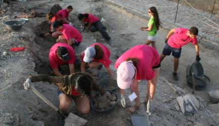 """LOCALIZADA UNA NUEVA VIVIENDA EN LOS TRABAJO DE ARQUEOLOGIA DEL CAMPO INTERNACIONAL  """"FORTALEZA DE LA MOTA"""""""